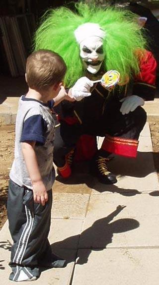 IMAGE(http://franksfunnies.files.wordpress.com/2008/12/creepy-clown-02.jpg)
